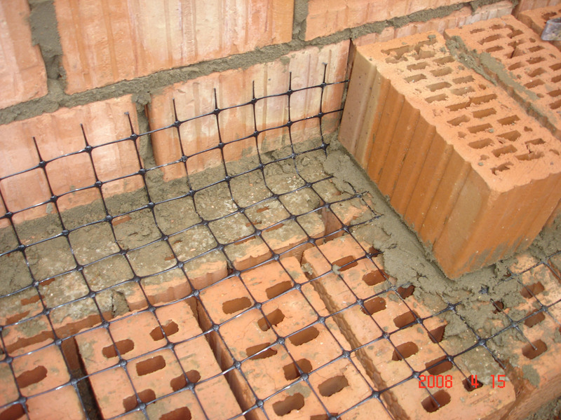 Продажа пластиковой армирующей сетки в Москве от компании «Оптимальное соотношение».